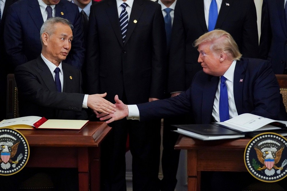 """Chinese Vice-Premier Liu He and U.S. President Donald Trump shake hands after signing """"Phase One"""" of a U.S.-China trade agreement during a ceremony at the White House in Washington on Jan. 15, 2020. (Photo: Reuters/Kevin Lamarque)"""