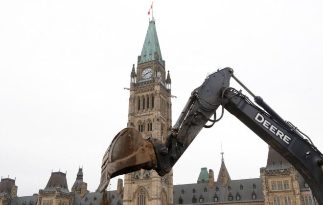 An excavator works on Parliament Hill on Oct. 22, 2019. (Photo: Reuters/Patrick Doyle)