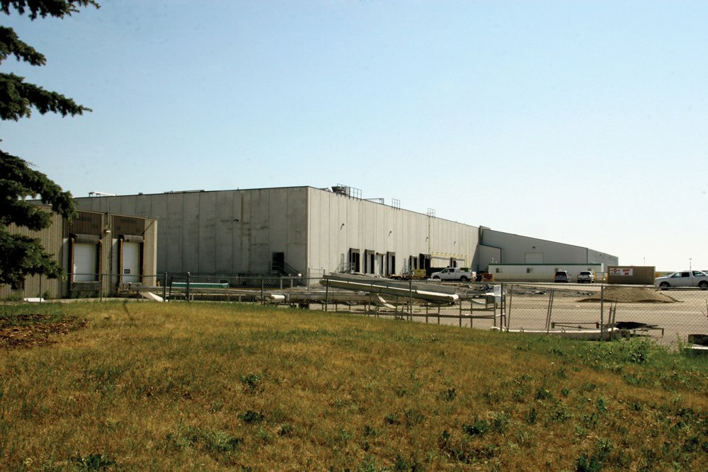 File photo of the Harmony Beef plant at Balzac, Alta. in 2015. (Canadian Cattlemen photo by Debbie Furber)
