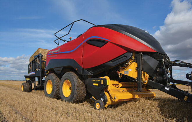 The new baler offers more efficient baling in the field, fewer bales per field, more tons per trailer, and savings in both time and transport costs.