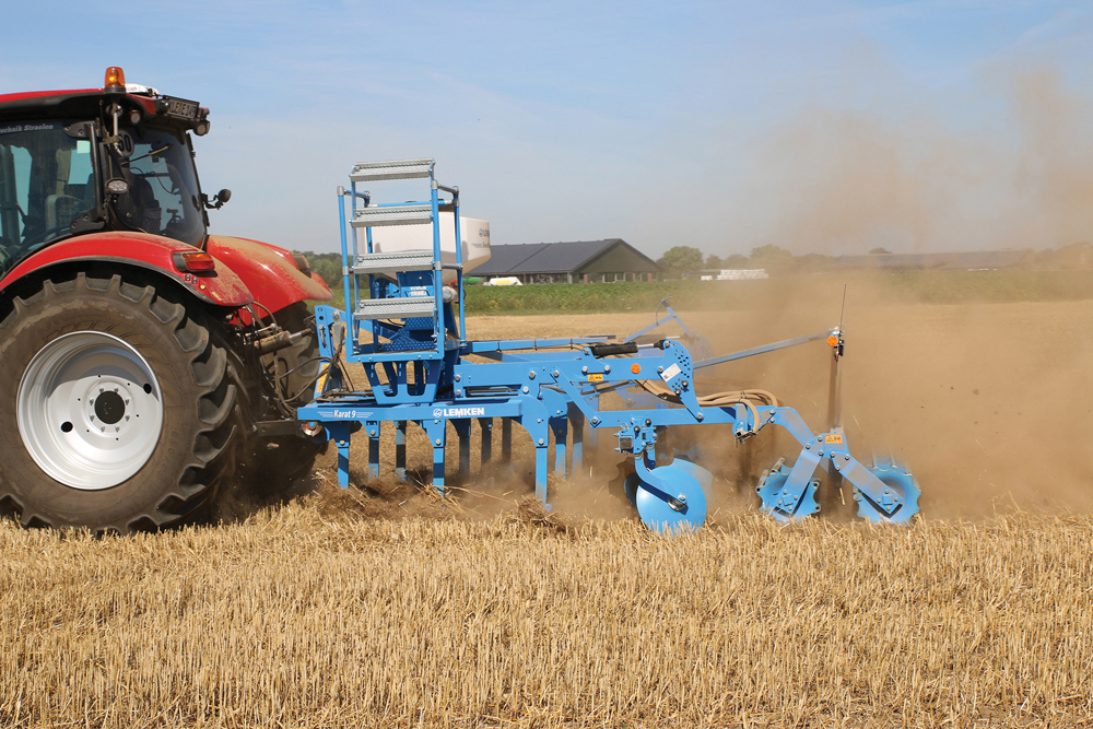 DeltaCut shares (shovels) are now available for Lemken's Karat 9 cultivator, which can work at depths as shallow as 1.5 inches (five centimetres).
