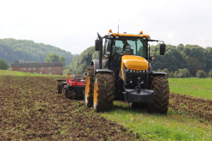 A field demo in rural England this week proved that with over 300 horsepower under their hoods, the new 8000 Series tractors can handle some serious field work
